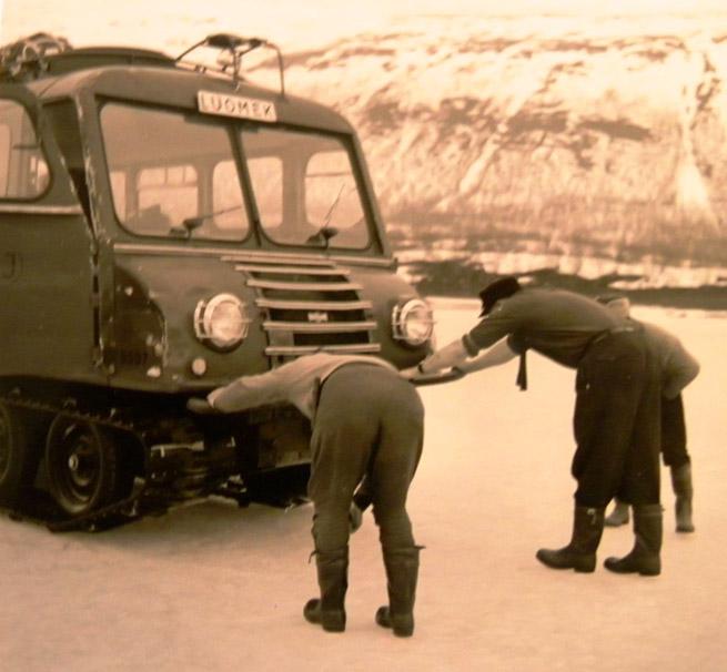 Snöbuss, bland de första motoriserade fjälltransporterna.Turismen började bli en viktig näring i Nikkaluokta redan då.